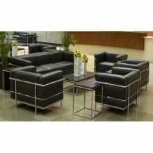 LC2 BAUHAUS - Divan et fauteuil Le Corbusier Contract en véritable cuir grainé ou éco-cuir structure en acier chromé